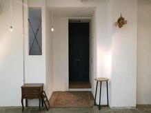 クラフト ヘア デザイン(CRAFT HAIR DESIGN)の雰囲気(店内のあちこちに厳選したアンティーク家具を。)