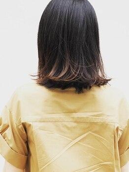 リブレ(LIBRE.)の写真/根元から毛先まで、なめらかでプルプルの指通りが◎誰もが羨むツヤ髪になれるLIBRE.のこだわりカラー