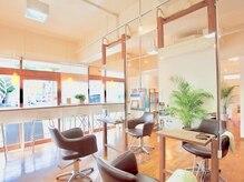 ブランチヘアー(BRANCH hair)の雰囲気(日の光が差し込む店内は広々としていて落ち着ける空間です。)