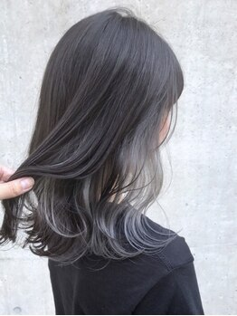 アクア アオヤマ(ACQUA aoyama)の写真/オシャレな女子に大人気♪話題のインナーカラーで旬のトレンドヘアを手に入れる☆巻き髪にも立体感プラス◎