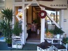 ヘアアンドメイク ガーデン(hair&make Garden)の雰囲気(この可愛い外観が目印です。おしゃれなカフェのようなサロン。)