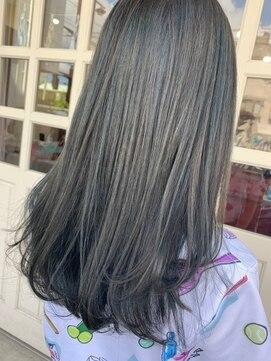 ヘアアンドメイクグラチア(HAIR and MAKE GRATIAE)ハイトーンブルーグレージュ☆