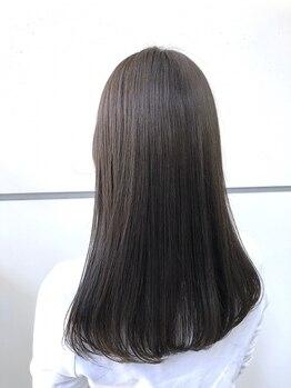 マルカ(marca)の写真/気になる髪のうねり・広がりに★クセをきれいに伸ばしたツヤのあるストレートで、セットが楽なスタイルに♪