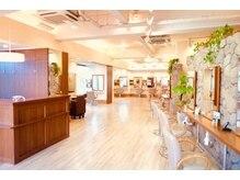 グラース 夙川店(grace)の雰囲気(緑が多く広い店内でリラックスし最高の技術を実感してください。)