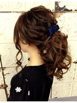 結婚式の髪型 ヘアアレンジ コテ巻きポニーテール
