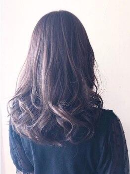 シエルブルー(ciel bleu)の写真/【成増駅徒歩30秒】極限まで頭皮に優しい&グレイカラーなのに明るくて、お洒落な白髪染めでツヤ色に♪
