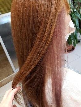 オッズ美容室 八尾店の写真/【大人女性にもおすすめ☆】流行りのインナーカラーやイヤリングカラーでさりげなくお洒落なヘアスタイルに