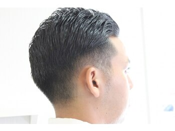 エルイズム(L-ISM)の写真/清潔感ある大人ビジネススタイルに。頭皮ケアにこだわるヘッドスパは、日頃の疲れを癒し健やかな髪を促進◎