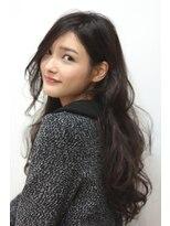テテ ニコ(tete nico)大人可愛さが人気の、デジタルパーマでツヤ髪ロングヘアー。