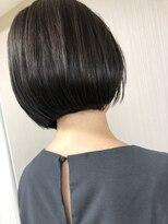 エッセンシャルヘアケア アンド ビューティー(Essential haircare & beauty)切りっぱなしボブ
