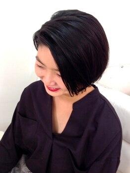 ビビ(BiBi)の写真/大好評≪カット+リラクゼーションシャンプー☆≫頭皮環境を整えた後にカットするので髪に自然な艶とハリ♪