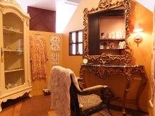ロンドンのカフェをイメージした空間でオシャレを楽しめるアンティークサロン