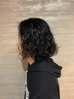 黒髪ロングパーマスタイル