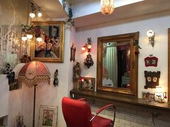 ユウハウス(YU HOUSE)の写真/超カワイイ雰囲気の店内は、アンティークショップと間違えられてしまう程のクオリティの高さ☆