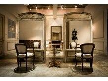 エールウーバイココモ(r.e BY KOKOMO)の雰囲気(オシャレな家具に囲まれるカフェの様な空間…☆)