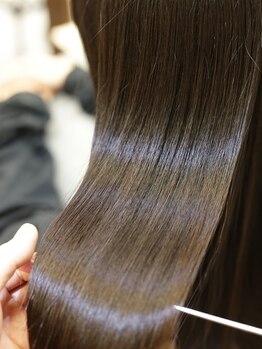 プレミアムオーファ(Premium Ofa)の写真/【髪質改善】にこだわったサロン独自のオーダーメイドの栄養調合でくせ毛やうねりのお悩みもこれで解決☆