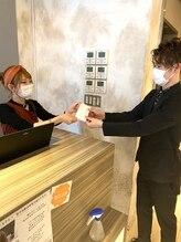 来店されたお客様でマスクをお持ちでない方に、マスクをお渡しさせていただいております。【北千住】