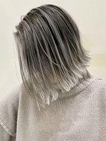 トルネード(TORNADO)外国人風ハイライトバレイヤージュ白髪ぼかし グレージュ