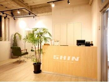 シン(SHIN)の写真/とにかく《早い・上手い・安い》のが魅力的。広々とした緑溢れる空間で、気持ちの良いサロンタイムを♪
