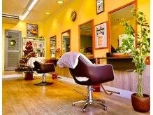 グランディール(Gran Dir)の雰囲気(黄色を基調に爽やかな店内になります席の間隔もあけております)