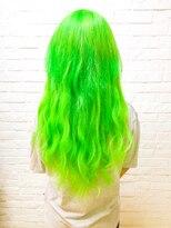 ヘアサロン エフ(HairSalon F)蛍光キミドリロングヘアー