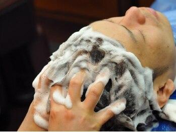 ケースタイル ヘアスタジオ 神保町店(K STYLE HAIR STUDIO)の写真/気になる臭いやベタつき解消。プロによる本格的なケアで溜まった汚れもスッキリ!【メンズ専門サロン】