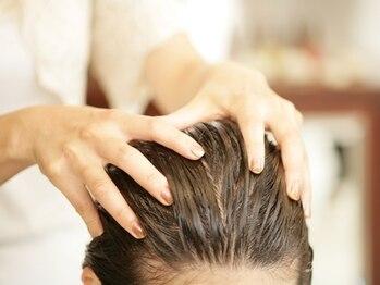 アズーラ 烏山(AZURA)の写真/リピート多数!!頭皮スッキリ~美髪ケアまで豊富な種類をご用意☆頭皮をほぐすことで、リフトアップ効果も◎