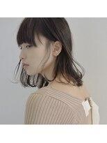 リュト(Lute)ミディアムヘア × 厚め前髪