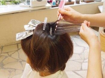 ヘアーアンドボディーセラピーアールイー(Hair&Body Therapy Re)の写真/【低ダメージ☆ハーブカラー取扱い】ダブルリタッチも有り。グレイカラーでも理想の明るい色味も叶う♪