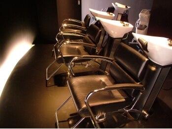 ヘアーキャッスルソントン(hair castle SONTON)の写真/広くてスタイリッシュな店内。武蔵小杉駅南口徒歩3分の好立地で、安らぎのひとときを体感してください♪