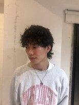 アイニコ(ainico)定番ウルフにパーマで抜け感をプラス/無造作ウルフ
