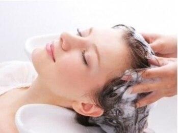 シェイプス ヘア デザイン(shape's hair design)の写真/季節の変わりめはAujuaスパで地肌ケアをしっかりと!お悩みに合わせてケア剤を選別させて頂きます♪