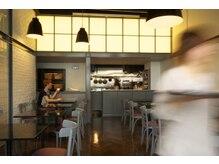 ラパンセヴェール(LA PENSEE VERT)の雰囲気(1階には自社カフェを構え旬のフードやドリンクを頼む事が可能☆)