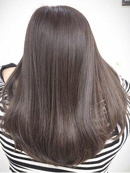 ブラット(brat)の写真/独自開発したオリジナルトリートメント。高濃度、ノンシリコンのため髪の内側からダメージを改善[下北沢]