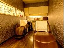 サロン ド コアフュール メランジェ(Salon de coiffure Melange)の雰囲気(ヘッドスパスペースは薄暗く、アロマで癒しの空間に。)