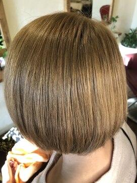 ワン アップ ヘア ファクトリー(One up Hair Factory)ハイトーンショートボブ