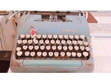 コットン(cotton)の雰囲気(タイプライターとフチ子)