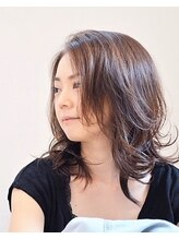 hug 髪型相談室くびれセミディ [ウェーブパーマデジタルパーマフォギーベージュ