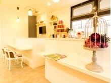 サロン ド コアフュール メランジェ(Salon de coiffure Melange)の雰囲気(白を基調としていて、インテリアもお楽しみ頂けます。)