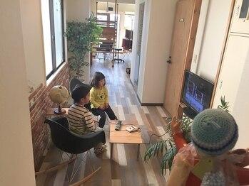 シャンティ シャンティ(shanti shanti)の写真/【セット面2席のみ】お子様がくつろげるスペースもご用意☆頑張るママのためのプライベートサロン!