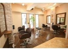 ヘアーラウンジ オハナ(Hair Lounge ohana)の雰囲気(ハワイの古民家をイメージしたリラックス空間。)