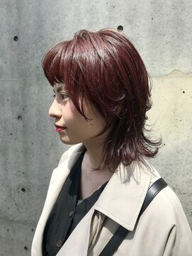 ホワイト 梅田(white)赤髪ウルフ