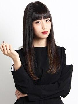 フィート 高田馬場(FEAT.)パッツン厚めバングでモードな黒髪ストレート
