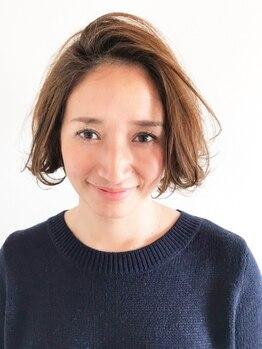 アンルミエール(Une Lumiere)の写真/経験豊富なstylistがお悩みに合わせて施術、理想のグレイカラーが叶う。艶と輝きのある美しい髪に。