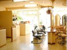 ヘアーアンドメイク カズヨ(Hair&Make CAZUYO)の雰囲気(ゆったりと寛げる店内です。)