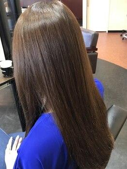 アクセル AXLの写真/お客様一人ひとりの髪質・ダメージ具合を見極め、美しい髪へ。施術後の指通りの良さ・ツヤ感を実感して♪