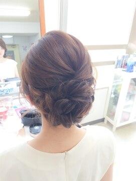結婚式 髪型 ミディアム ヘアアレンジ ツイストアップ