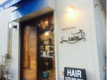 ヘアーズファクトリーカーム(hair's factory calm)の雰囲気(白い建物に青いテントが目印に...)