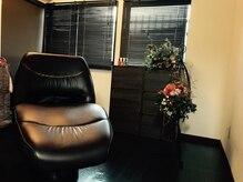 ヘアーヒーリングサロン アズ ラグジュアリー(hair healing salon az luxury)の雰囲気(フルフラットの個室のシャンプー台で人の目も気にせず心地よく…)