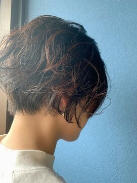 クブヘアー(kubu hair)ショートで大人クール